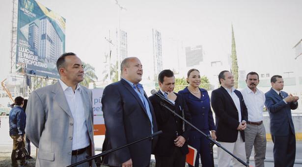 Autoridades de Guadalajara señalan el daño ambiental de espectaculares; evitan prohibirlos
